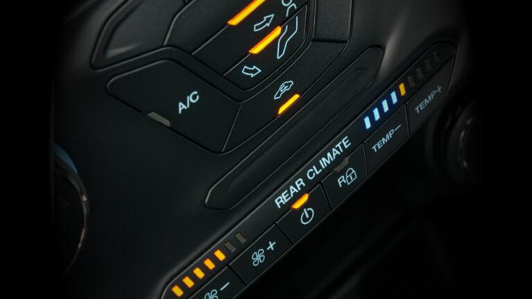 <p>Climatisation automatique avec contrôle bi-zone</p>