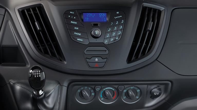 <p>Radio et climatisation manuelle.</p>